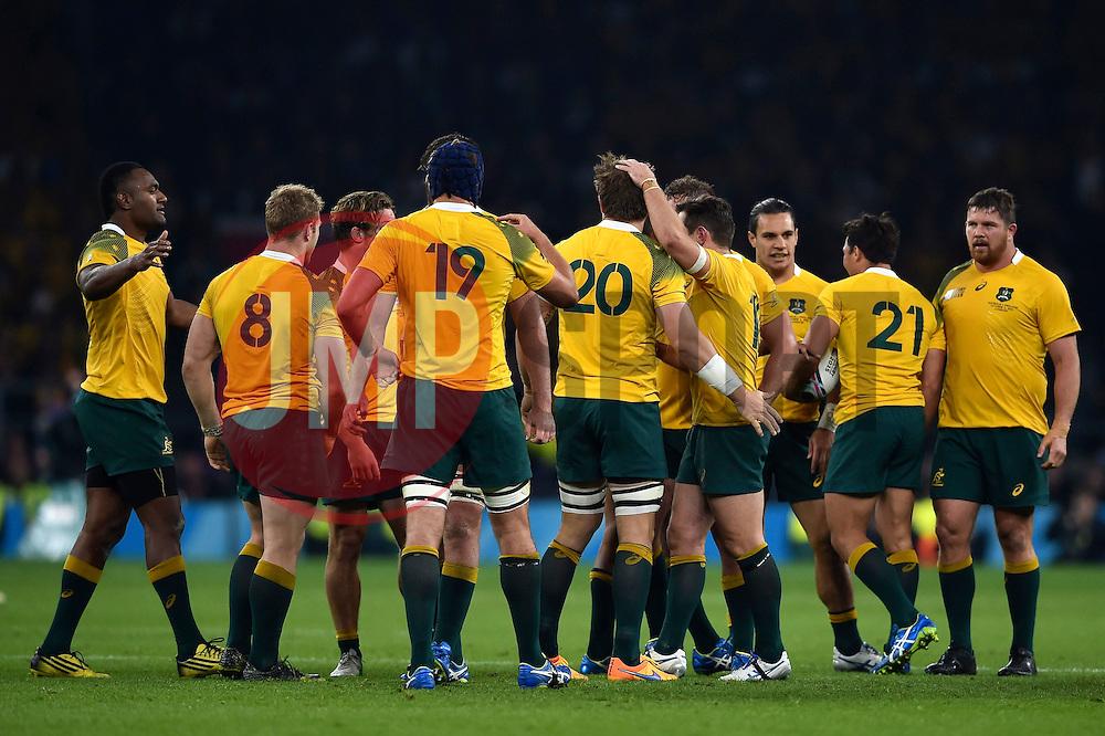 The Australia team celebrate a late penalty - Mandatory byline: Patrick Khachfe/JMP - 07966 386802 - 03/10/2015 - RUGBY UNION - Twickenham Stadium - London, England - England v Australia - Rugby World Cup 2015 Pool A.