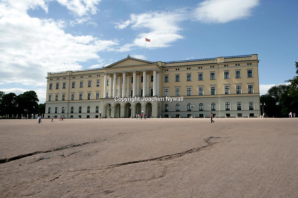 Oslo Norge 2006 07<br /> Kungliga slottet i Oslo<br /> <br /> <br /> <br /> ----<br /> FOTO : JOACHIM NYWALL KOD 0708840825_1<br /> COPYRIGHT JOACHIM NYWALL<br /> <br /> ***BETALBILD***<br /> Redovisas till <br /> NYWALL MEDIA AB<br /> Strandgatan 30<br /> 461 31 Trollh&auml;ttan<br /> Prislista enl BLF , om inget annat avtalas.