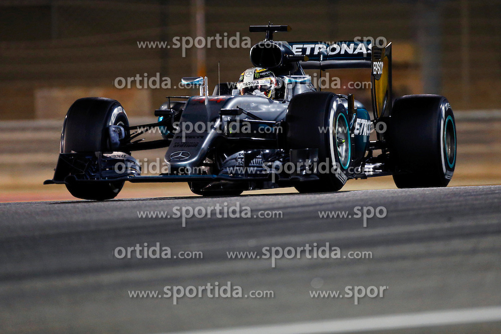 03.04.2016, International Circuit, Sakhir, BHR, FIA, Formel 1, Grand Prix von Bahrain, Rennen, im Bild Lewis Hamilton (GBR) Mercedes-Benz F1 W07 Hybrid // during Race for the FIA Formula One Grand Prix of Bahrain at the International Circuit in Sakhir, Bahrain on 2016/04/03. EXPA Pictures &copy; 2016, PhotoCredit: EXPA/ Sutton Images/ Martini/<br /> <br /> *****ATTENTION - for AUT, SLO, CRO, SRB, BIH, MAZ only*****