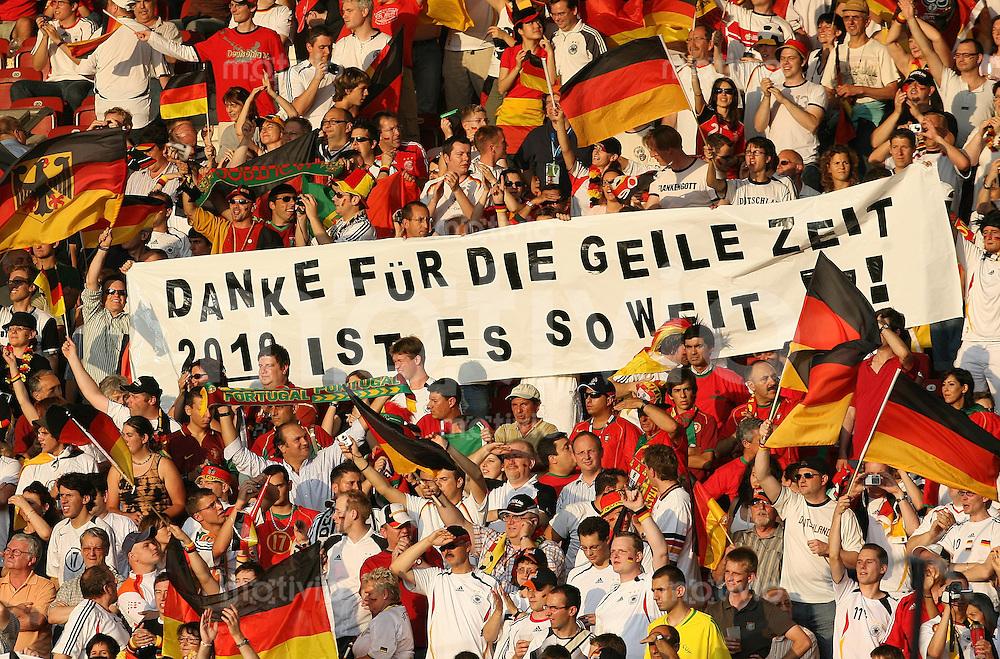 Fussball WM 2006 Spiel um Platz 3  Deutschland - Portugal Die deutschen Fans danken der Nationalmannschaft fuer die Leistungen waehrend der WM