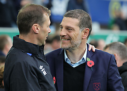 30.10.2016, Goodison Park, Liverpool, ENG, Premier League, FC Everton vs West Ham United, 10. Runde, im Bild Everton coach Duncan Ferguson greets former team mate Slaven Bilic, manager of West Ham United // Everton coach Duncan Ferguson greets former team mate Slaven Bilic, manager of West Ham United during the English Premier League 10th round match between FC Everton and West Ham United at the Goodison Park in Liverpool, Great Britain on 2016/10/30. EXPA Pictures © 2016, PhotoCredit: EXPA/ Focus Images/ Michael Sedgwick<br /> <br /> *****ATTENTION - for AUT, GER, FRA, ITA, SUI, POL, CRO, SLO only*****