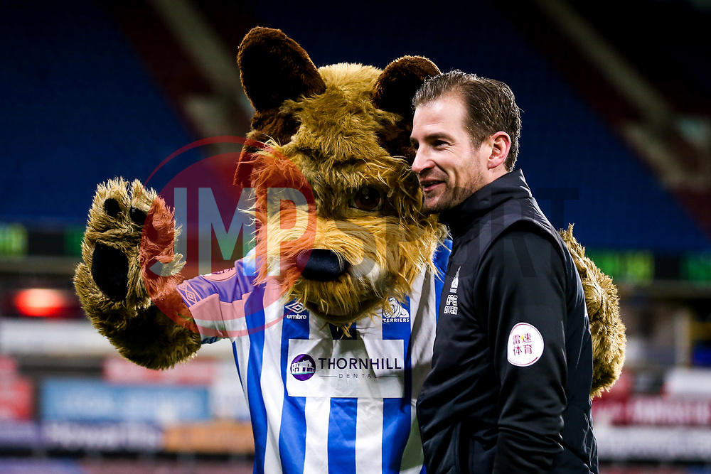Huddersfield Town manager Jan Siewert with the Huddersfield Town Terrier Mascot - Mandatory by-line: Robbie Stephenson/JMP - 29/01/2019 - FOOTBALL - The John Smith's Stadium - Huddersfield, England - Huddersfield Town v Everton - Premier League