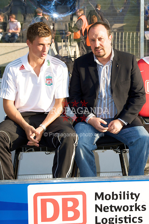 BERLIN, GERMANY - Tuesday, July 22, 2008: Liverpool's manager Rafael Benitez and goalkeeper Martin Hansen before a pre-season friendly match against Hertha BSC Berlin at the Olympiastadion. (Photo by David Rawcliffe/Propaganda)