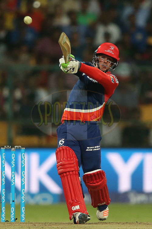 Quinton de Kock of Delhi Daredevils hooks a delivery to the boundary during match 11 of the Vivo IPL (Indian Premier League) 2016 between the Royal Challengers Bangalore and the Delhi Daredevils held at The M. Chinnaswamy Stadium in Bangalore, India,  on the 17th April 2016<br /> <br /> Photo by Shaun Roy / IPL/ SPORTZPICS