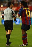 Barcelona's Ronaldinho speaks to referee Arturo Dauden during the match. Atletico de Madrid v Barcelona. Spanish League. Madrid September 19, 2004. Photo Alvaro Hernandez Graffiti