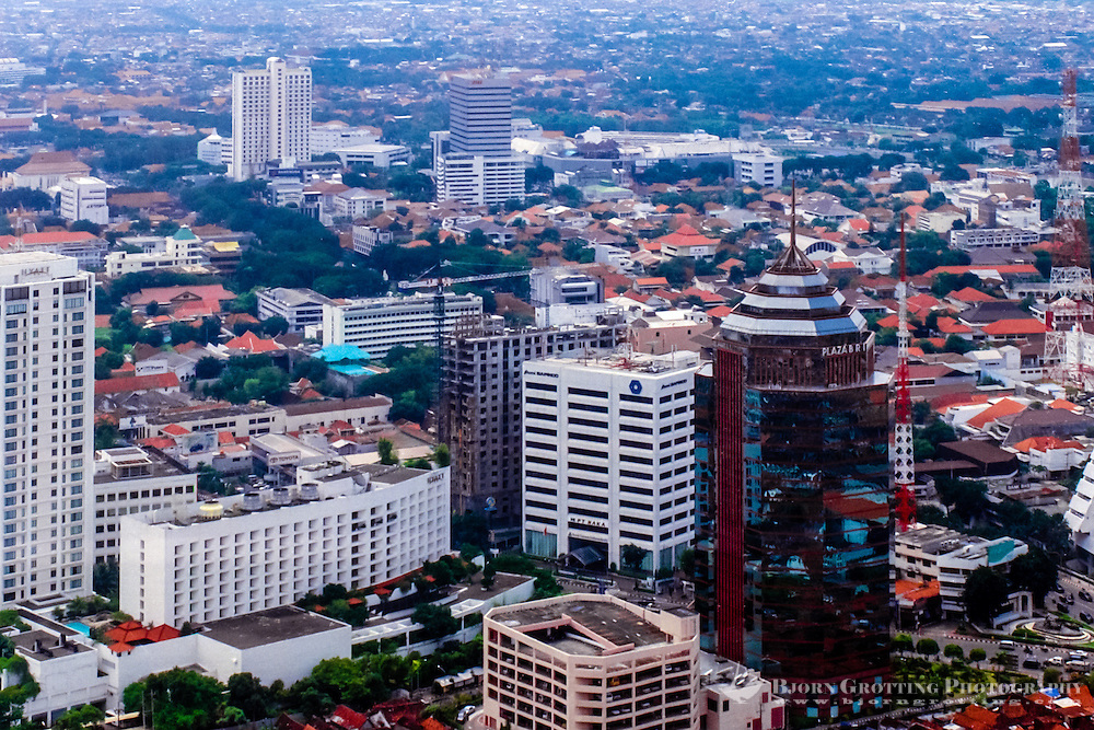 Java, East Java, Surabaya. The center of Surabaya. The Kalimas river to the right (from helicopte r).