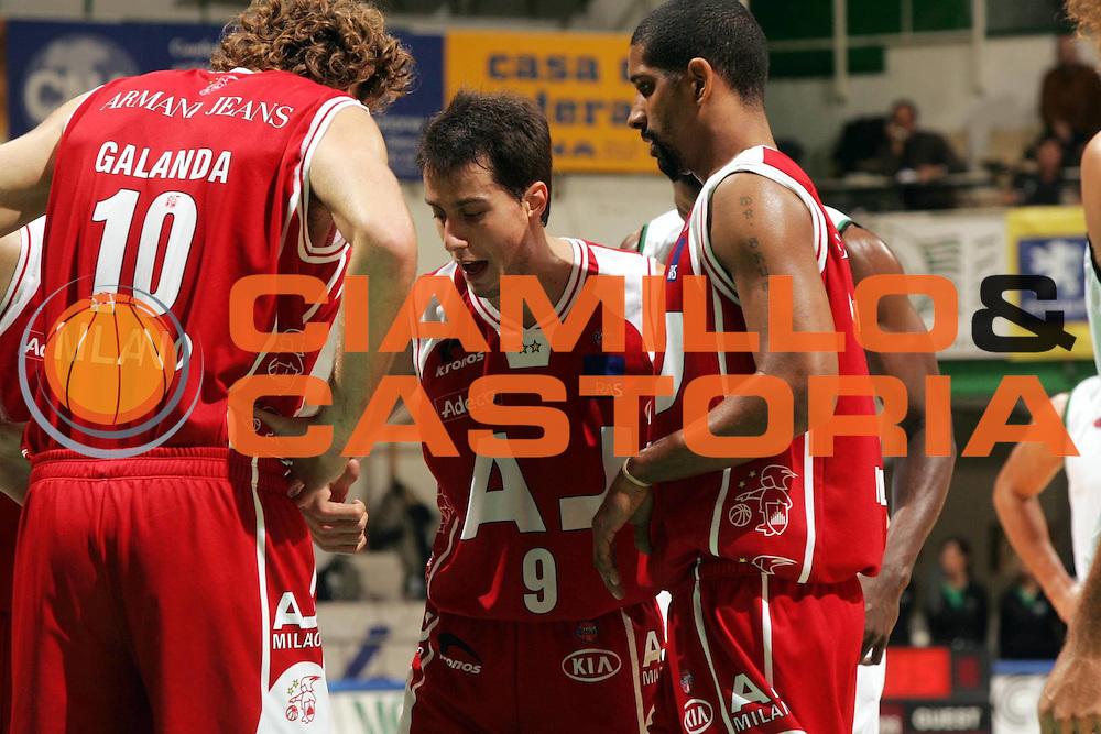 DESCRIZIONE : Siena Lega A1 2005-06 Montepaschi Mens Sana Siena Armani Jeans Olimpia Milano <br />GIOCATORE : Bulleri<br />SQUADRA : Armani Jeans Olimpia Milano<br />EVENTO : Campionato Lega A1 2005-2006 <br />GARA : Montepaschi Mens Sana Siena Armani Jeans Olimpia Milano<br />DATA : 06/11/2005 <br />CATEGORIA :<br />SPORT : Pallacanestro <br />AUTORE : Agenzia Ciamillo-Castoria/P.Lazzeroni