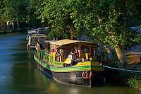 """France, Aude (11), Le Somail, Canal du Midi, classé Patrimoine Mondial de l'UNESCO, port fluviale, la peniche epicerie Tamata // France, Languedoc-Roussillon, Aude (11), city of Le Somail, Canal du Midi, shop boat """"Tamata"""""""