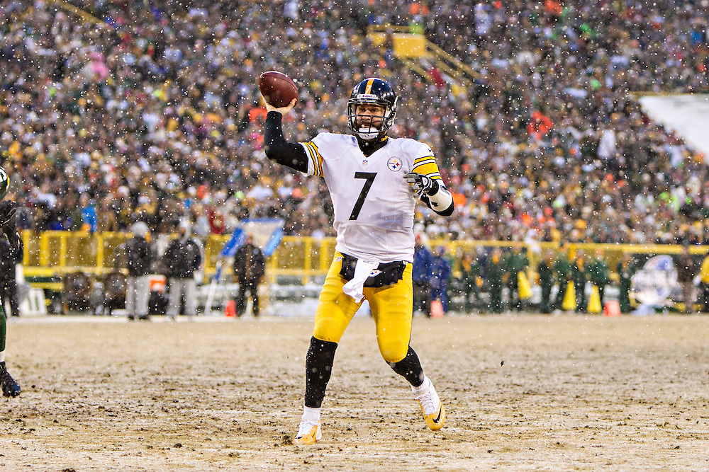 GREEN BAY, WI - DECEMBER 22:  Ben Roethlisberger #7 of the Pittsburgh Steelers throws a pass against the Green Bay Packers at Lambeau Field on December 22, 2013 in Green Bay, Wisconsin.  The Steelers defeated the Packers 38-31.  (Photo by Wesley Hitt/Getty Images) *** Local Caption *** Ben Roethlisberger