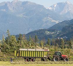 THEMENBILD - Heuernte, Landwirt mit Traktor bei Heuernte, aufgenommen in Uderns, Österreich am 01. Juli 2015. EXPA Pictures © 2015, PhotoCredit: EXPA/ Jakob Gruber