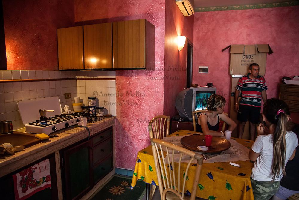 Hotel Villa Archirafi: operazione di sgombero di una famiglia senza casa.