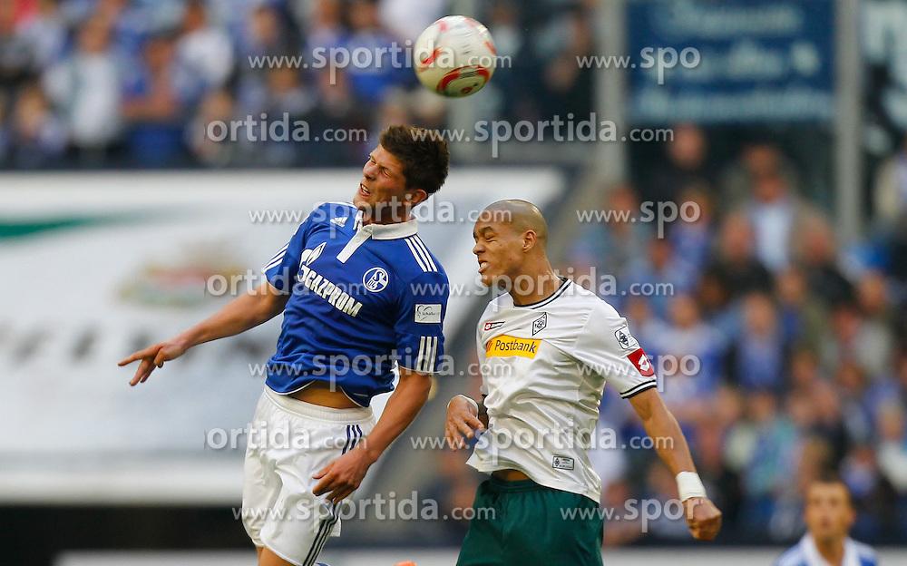 25.09.2010, Veltins Arena, Gelsenkirchen, GER, 1.FBL, FC Schalke 04 vs Borussia Mönchengladbach / Moenchengladbach, im Bild: Kopfballduell von Klaas-Jan Huntelaar (Schalke NED #25) und Anderson-De Oliveira (Möchengladbach BRA #5), EXPA Pictures © 2010, PhotoCredit: EXPA/ nph/  Scholz+++++ ATTENTION - OUT OF GER +++++ / SPORTIDA PHOTO AGENCY