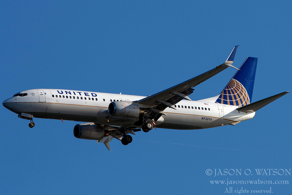 Boeing 737-824 (N73276) operated by United Airlines on approach to San Francisco International Airport (SFO), San Francisco, California, United States of America
