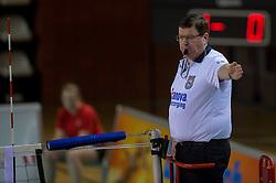 20-02-2015 NED: Landstede Volleybal - Peelpush, Almere<br /> Landstede verslaat in de halve finale Peelpush met 3-0 / Scheidsrechter G.J Reichardt