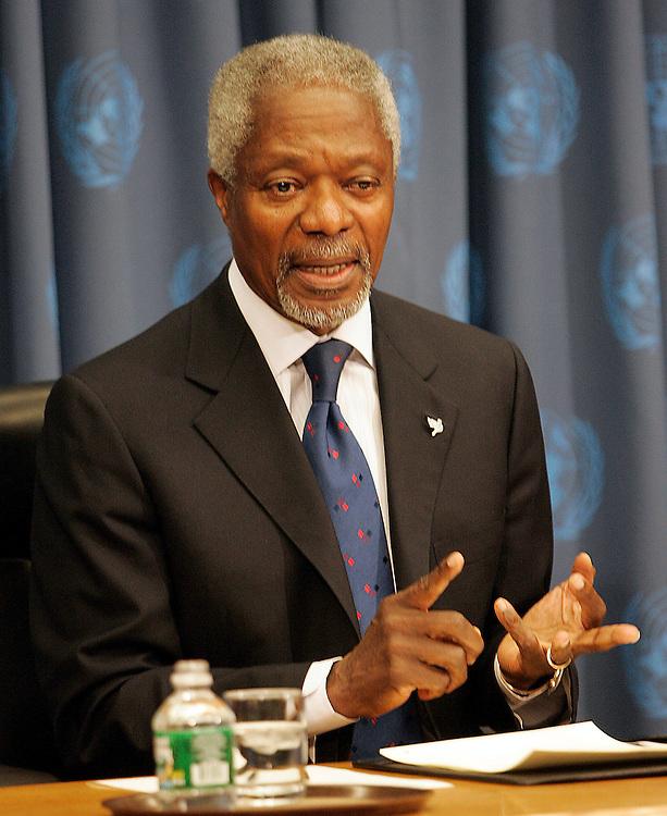 U.N. Secretary-General Kofi Annan speaks to the press during his year end Press Conference 21 December 2005.