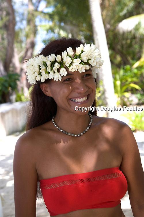 Polynesian woman with black pearls, Takapoto, Tuamotu Islands, French Polynesia, (Editorial use only)<br />