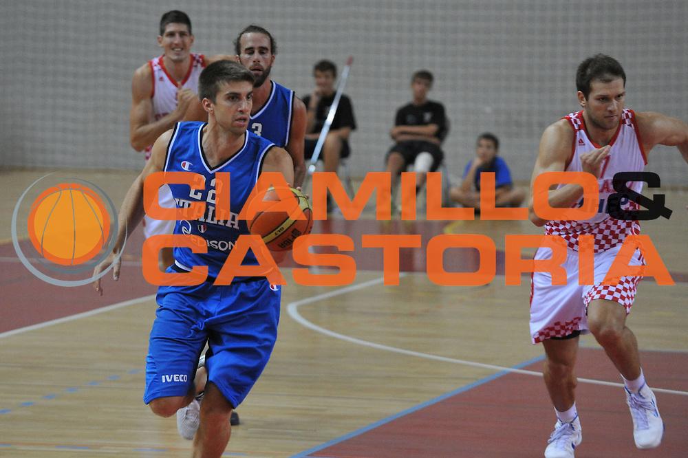 DESCRIZIONE : Porec Amichevole Croazia Italia<br /> GIOCATORE : jeff viggiano<br /> CATEGORIA : palleggio<br /> SQUADRA : Nazionale Italia Maschile<br /> EVENTO : Amichevole Italia Croazia<br /> GARA : Italia Croazia<br /> DATA : 09/08/2012<br /> SPORT : Pallacanestro<br /> AUTORE : Agenzia Ciamillo-Castoria/C.De Massis<br /> Galleria : FIP Nazionali 2012<br /> Fotonotizia :  Trieste Amichevole Croazia Italia<br /> Predefinita :