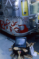 New York. Brooklyn. workshop, Dumbo area, artist leaving under the Brooklyn and Manhattan bridges  Brooklyn New York  Usa /   atelier. Dumbo, quartier des docks occupes par les artistes sous les ponts de Manhattan et de Brooklyn  Brooklyn New York  Usa