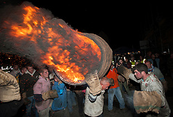 © Licensed to London News Pictures. 05/11/2014. Ottery St Mary, Devon, UK.  The custom of Barrel Burning, carrying flaming tar barrels through the crowds and streets of the town on bonfire night, 05 November.  Picture of the mens' barrel burning. Photo credit : Simon Chapman/LNP