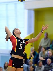 28-12-2013 VOLLEYBAL: TOPVOLLEYBAL TOURNOOI NEDERLAND BELGIE: ALMELO<br /> Nederland wint de eerste wedstrijd met 3-0 van Belgie / Laura Heyrman<br /> ©2013-FotoHoogendoorn.nl