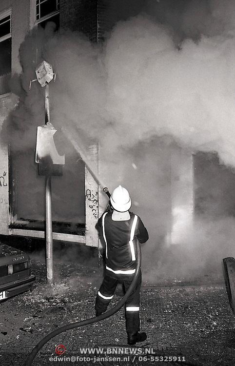 NLD/Hilversum/19900413 - Brandbomaanslag Hoge Larenseweg Hilversum, geen gewonden
