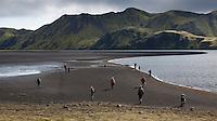 Göngufólk við norðausturenda Langasjós. Hikers by lake Langisjor.