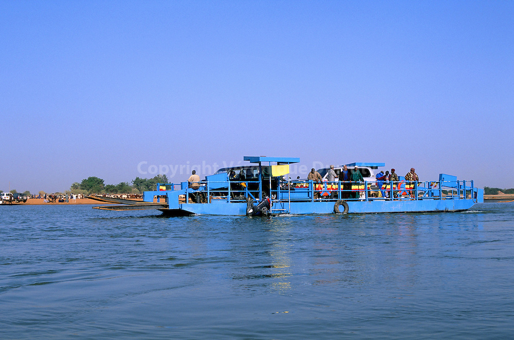TRANSPORT FLUVIAL, DIAFARABE, MALI/ FRANCE ONLY