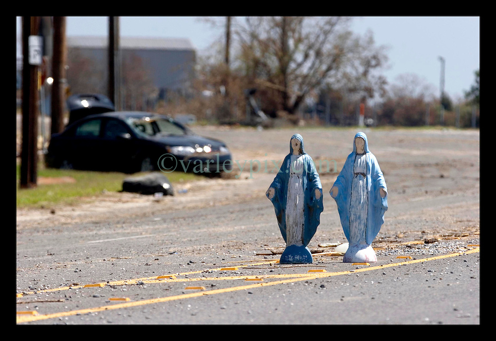 8th Sept, 2005. Hurricane Katrina aftermath. New Orleans. Venetian Isles in East New Orleans, where the tidal surge washed over the land and devastated homes and property. Two Mother Mary figurines stand in the middle of the Chef Menteur Highway amidst the hurricane damage.