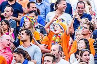 DEN HAAG - Poulewedstrijd Meppelink/van Iersel tegen Mashkova / Tsimbalova , Beachvolleybal , WK Beach Volleyball 2015 , 26-06-2015 , De toeschouwers doen fanatiek mee