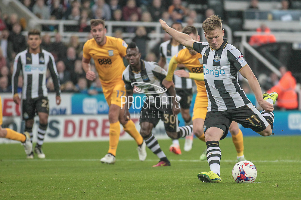 Matt Ritchie (Newcastle United) scores a penalty to make it 3-0 to Newcastle during the EFL Cup 4th round match between Newcastle United and Preston North End at St. James's Park, Newcastle, England on 25 October 2016. Photo by Mark P Doherty.