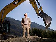 Olivier Cottagnoud, pr&eacute;sident de V&eacute;troz (VS), pose sur le terrain ou sera construit le futur centre de tri de la Poste, a Vetroz le 5 octobre 2018<br /> (OLIVIER MAIRE)