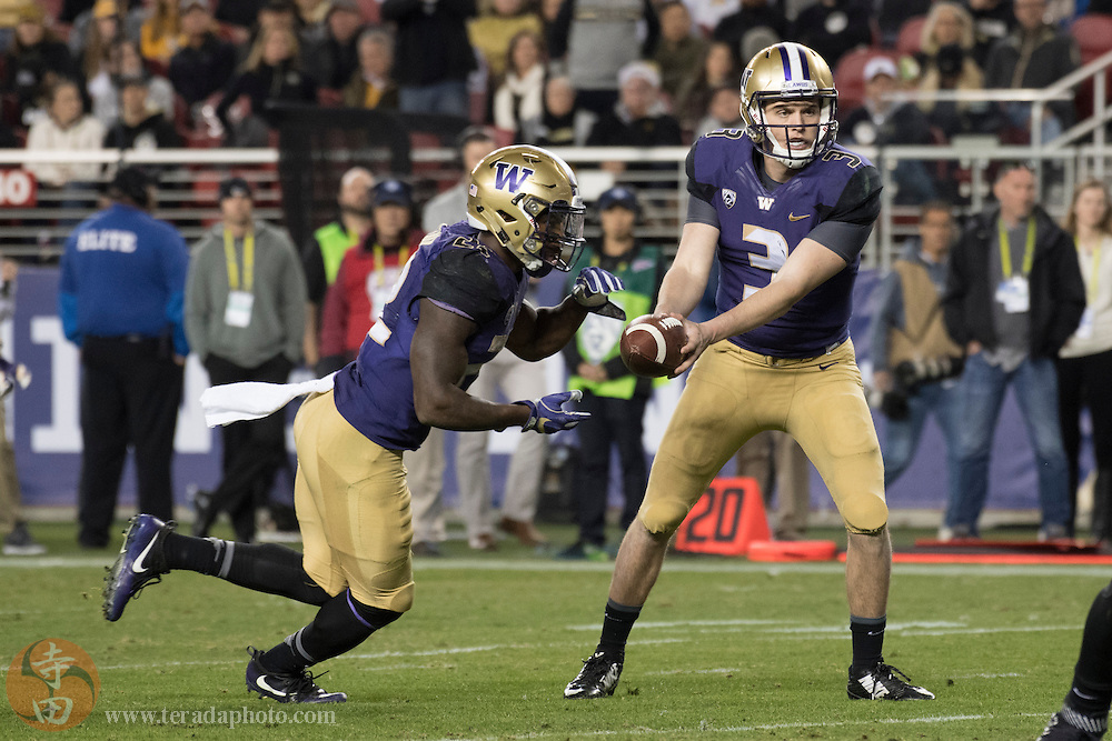 December 2, 2016; Santa Clara, CA, USA; Washington Huskies quarterback Jake Browning (3) hands the football off to running back Lavon Coleman (22) during the third quarter in the Pac-12 championship against the Colorado Buffaloes at Levi's Stadium. The Huskies defeated the Buffaloes 41-10.