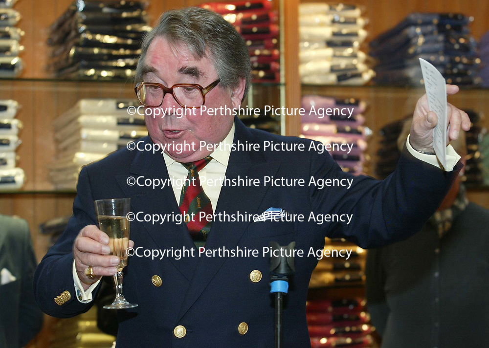 Ronnie Corbett, proposes a toast after officially opened the Golf St Andrews shop, a joint venture between the House of Bruar and the R&amp;A<br />