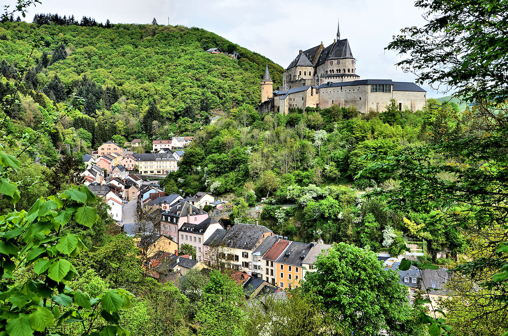 Vianden castle and row houses in vianden luxembourg for Luxembourg homes