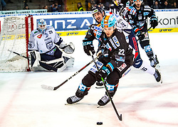 05.01.2020, Keine Sorgen Eisarena, Linz, AUT, EBEL, EHC Liwest Black Wings Linz vs Fehervar AV 19, 36. Runde, im Bild v.l. Tormann Michael Ouzas (Hydro Fehervar AV 19), Felix Girard (Fehervar AV 19), Hunter Fejes (EHC Liwest Black Wings Linz), // during the Erste Bank Eishockey League 36th round match between EHC Liwest Black Wings Linz and Fehervar AV 19 at the Keine Sorgen Eisarena in Linz, Austria on 2020/01/05. EXPA Pictures © 2020, PhotoCredit: EXPA/ Reinhard Eisenbauer