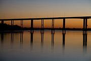 Pedras de Maria da Cruz_MG, Brasil...Ponte sobre o  Rio Sao Francisco em Pedras de Maria da Cruz...The bridge on the Sao Francisco River in Pedras de Maria da Cruz...Foto: LEO DRUMOND /  NITRO