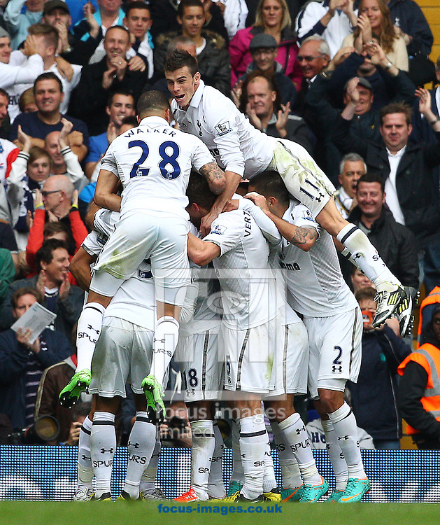 Picture by Paul Terry/Focus Images Ltd +44 7545 642257.07/10/2012.The Tottenham Hotspur team celebrate after Steven Caulker scores to make it 1-0 during the Barclays Premier League match at White Hart Lane, London.