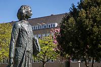 Anne Frank Amsterdam. Beeld van Jet Schepp op het Merwedeplein.