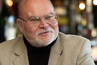 """05 APR 2004, BERLIN/GERMANY:<br /> Prof. Dr. Peter Loesche, Politikwissenschaftler Universitaet Goettingen, waehrend einem Roundtable-Gespraech der zeitschrift Politik und Kommunikation, Restaurant """"Die 1""""<br /> IMAGE: 20040405-01-012<br /> KEYWORDS: Peter Lösche"""