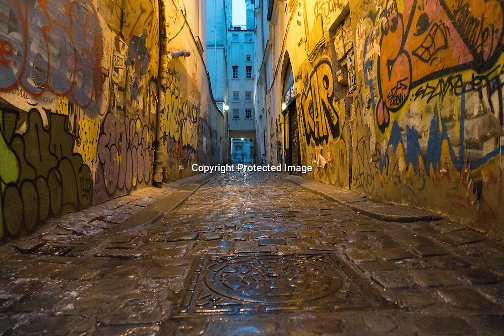 France. Paris. 4th district. mural art rue vielle du temple, in passage d Argenson / graffitis