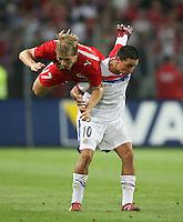 Fussball International Laenderspiel Schweiz 2-0 Costa Rica Christophe Spycher (SUI,li) fliegt ueber Cristian Blanco Viquez (COR)