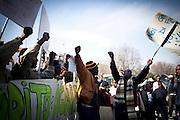 Manifestazione durante l'inaugurazione della Biennale Democrazia. Inizio del corteo nei pressi delle palazzine occupate di via Giordano bruno. Torino, 10-04-'13.