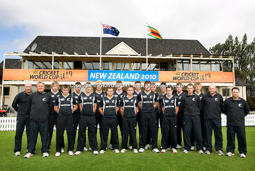 The New Zealand team following their game. New Zealand v Zimbabwe, U19 Cricket World Cup group stage match, Bert Sutcliffe Oval, Lincoln, Tuesday 19 January 2010. Photo : Joseph Johnson/PHOTOSPORT<br /> Joseph Johnson