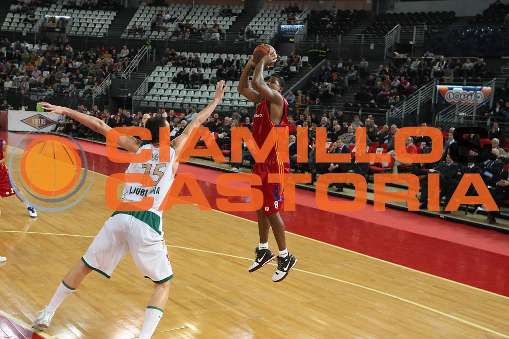 DESCRIZIONE : Roma Eurolega 2008-09 Lottomatica Virtus Roma Union Olimpija Lubiana<br /> GIOCATORE : Andre Hutson<br /> SQUADRA : Lottomatica Virtus Roma<br /> EVENTO : Eurolega 2008-2009<br /> GARA : Lottomatica Virtus Roma Union Olimpija Lubiana<br /> DATA : 18/12/2008 <br /> CATEGORIA : tiro <br /> SPORT : Pallacanestro <br /> AUTORE : Agenzia Ciamillo-Castoria/G.Ciamillo