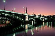 France. Lyon . The university bridge on the Rhone. le Pont de l'université qui enjambe le Rhône, est un des rares ouvrages rescapé de la guerre.R00063 19    Vide     LYON63     P0000231