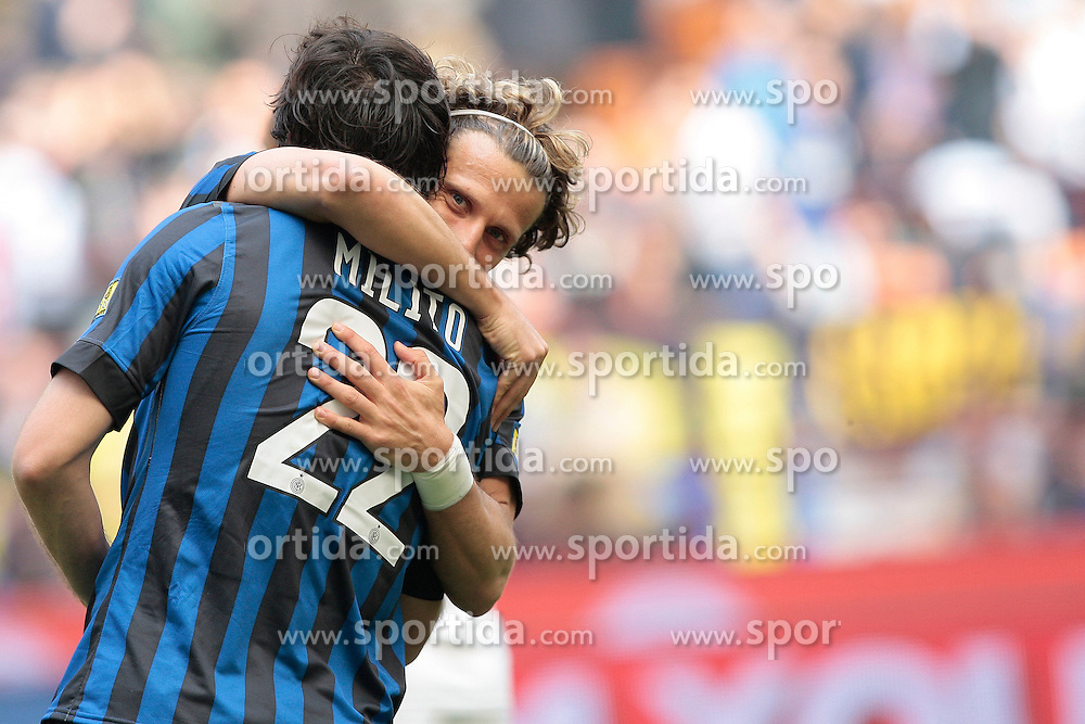 01.04.2012, Stadion Giuseppe Meazza, Mailand, ITA, Serie A, Inter Mailand vs FC Genua 1893, 30. Spieltag, im Bild Esultanza dopo il gol di Diego Milito Inter con Diego Forlan, Goal celebration // during the football match of Italian 'Serie A' league, 30Xth round, between Inter Mailand and FC Genua 1893 at Stadium Giuseppe Meazza, Milan, Italy on 2012/04/01. EXPA Pictures © 2012, PhotoCredit: EXPA/ Insidefoto/ Paolo Nucci..***** ATTENTION - for AUT, SLO, CRO, SRB, SUI and SWE only *****