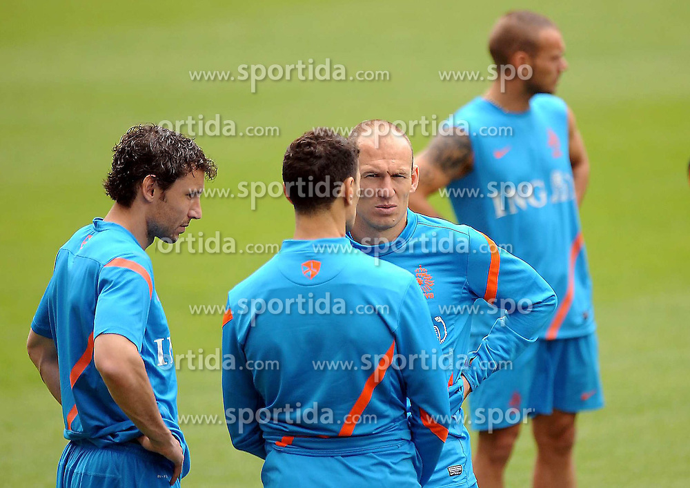 10.06.2012, Henryk Reyman Stadion, Krakau, POL, UEFA EURO 2012, Niederlande, Training, im Bild ARIEN ROBBEN MARK VAN BOMMEL // during EURO 2012 Trainingssession of Netherland Nationalteam, at the Henryk Reyman Stadium, Krakau, Poland on 2012/06/10. EXPA Pictures © 2012, PhotoCredit: EXPA/ Newspix/ ATTENTION - for AUT, SLO, CRO, SRB, SUI and SWE only *****