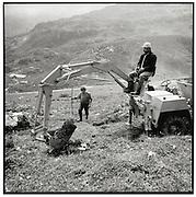 Alparbeiten, Gemeinwerk, Alp, Bagger, Berg, Alpgenossenschaft, travail de maintien d'un chemin de montagne