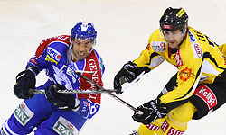 06.01.2012, Albert Schultz Halle, Wien, AUT, EBEL, UPC Vienna Capitals vs KHL Medvescak Zagreb, im Bild Alan Letang, (KHL Medvescak Zagreb, #28) und Jonathan Ferland, (UPC Vienna Capitals, #24) // during the icehockey match of EBEL between UPC Vienna Capitals (AUT) and KHL Medvescak Zagreb (CRO) at Albert Schultz Halle, Vienna, Austria on 06/01/2012,  EXPA Pictures © 2012, PhotoCredit: EXPA/ T. Haumer