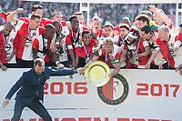 ROTTERDAM , Feyenoord - Heracles Almelo , 14-05-2017 , Stadion de Kuip , 3-1 , Feyenoord landskampioen seizoen 2016 / 2017 , Feyenoord speler Dirk Kuyt krijgt de schaal uitgereikt .<br /> <br /> Norway only